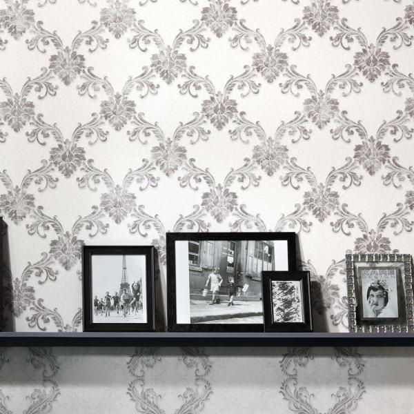Tapete mit modernem Ornament in Silber und Weiß
