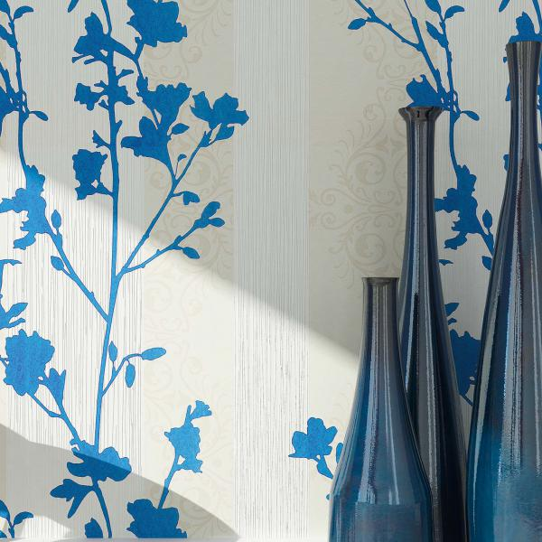 Tapete mit floralem Muster in blau