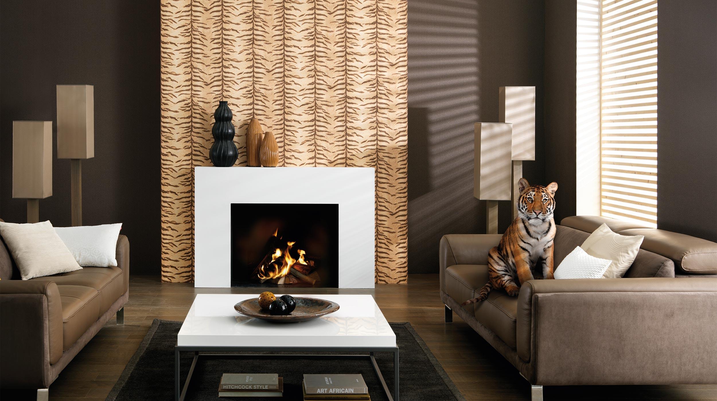 Wohnzimmer Mit Tapete In Tigermuster. Room Style:
