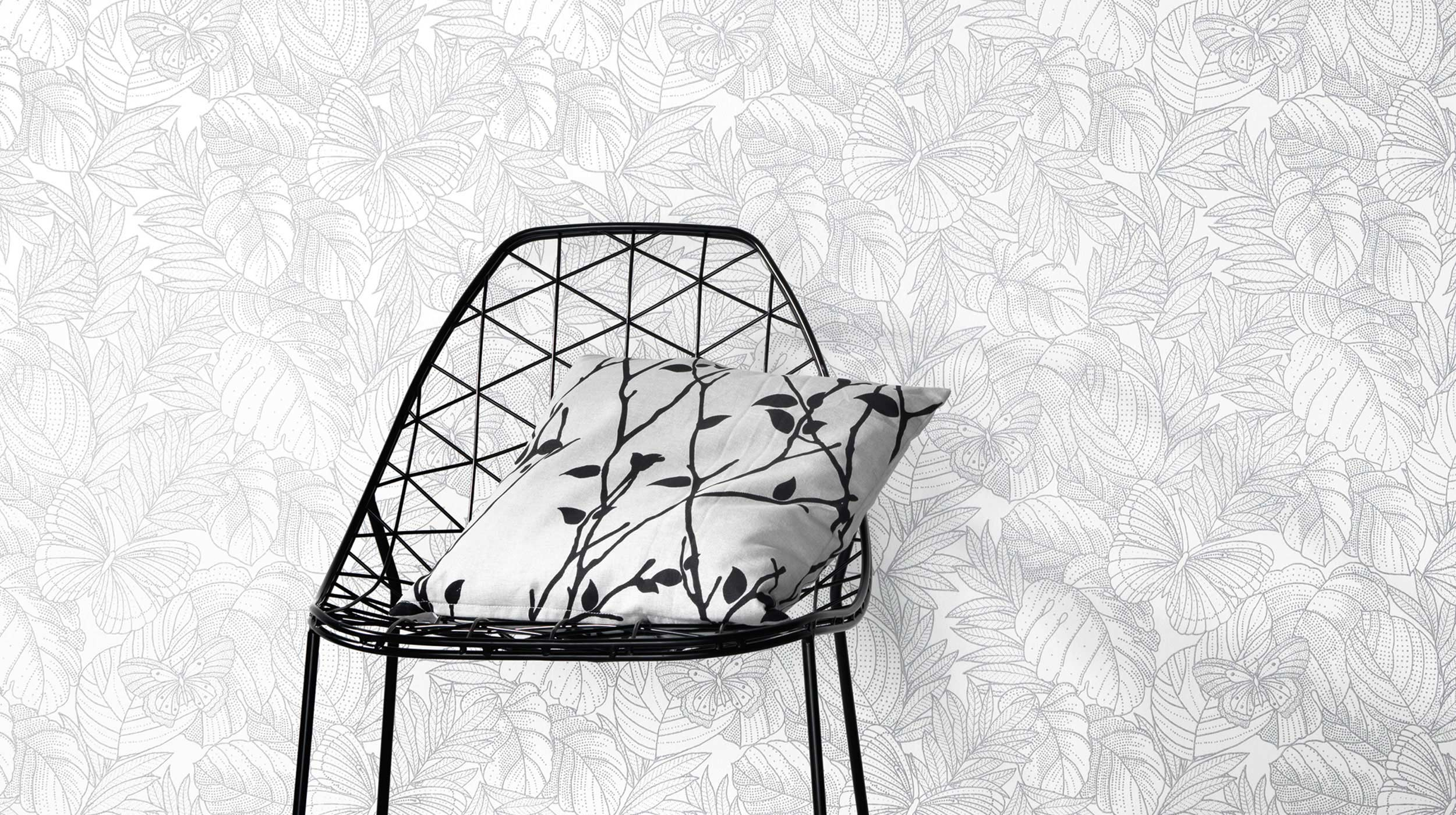 Stuhl Vor Tapete In Silber Grau. Room Style: