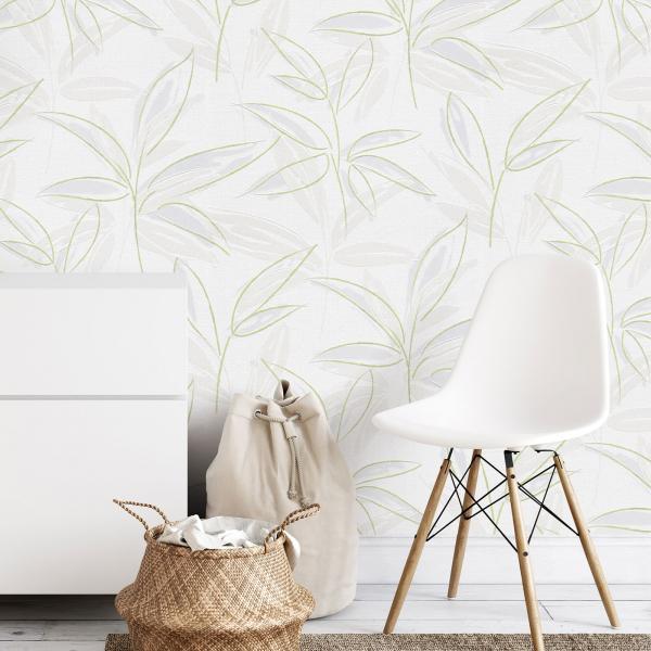 Vliestapete mit zartem grünen Blattmuster, weißes Sideboard, moderner Stuhl