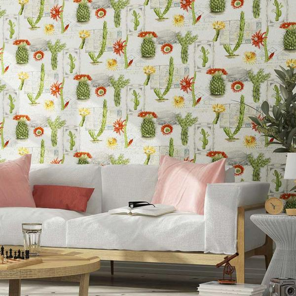 Tapete mit Kaktusmotiv, Wohnzimmer modern, helles Sofa, Lampe, helles Holz