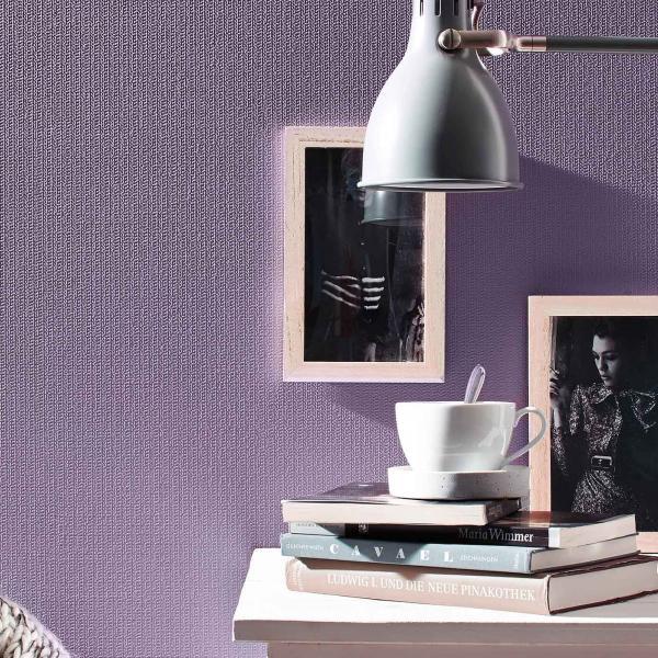 Überstreichbare Vliestapete in Violett, Schreibtisch