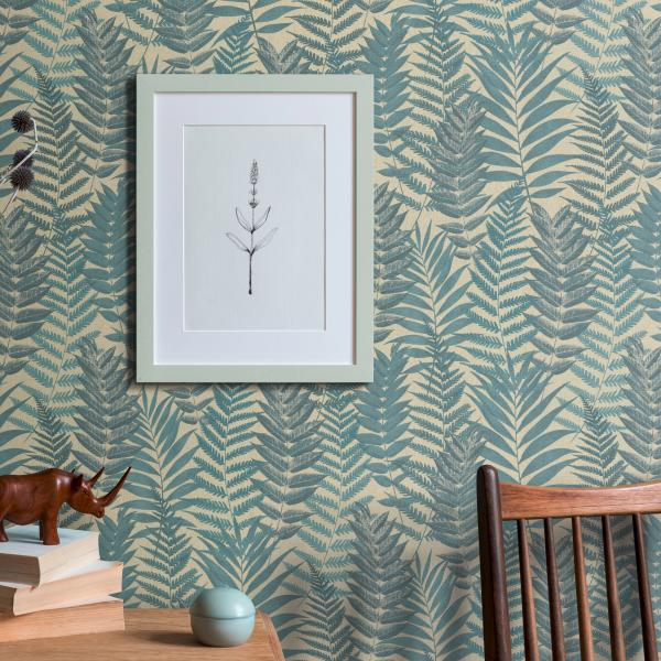 Vliestapete mit modernem Farnmotiv, Sideboard Vase