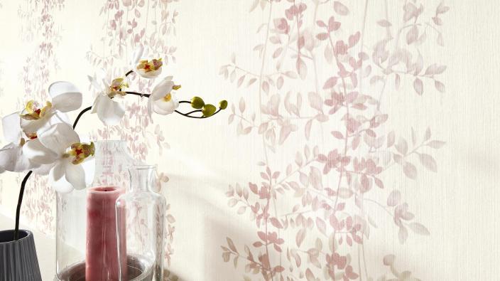 Romantische Blumentapete in Soft Pastell von Guido Maria Kretschmer