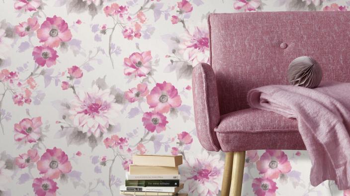 Blumentapete von Guido Maria Kretschmer in romantischem Pink, Sessel in pink