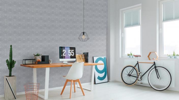 Modernes jundes Arbeitszimmer, Schreibtisch, Fahrrad, Vliestapete mit Kreis-Motiv in Silbergrau