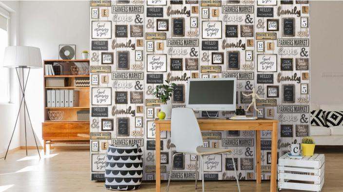 Moderner Wohnraum mit Schreibtisch und Vliestapete mit Statement Schildern