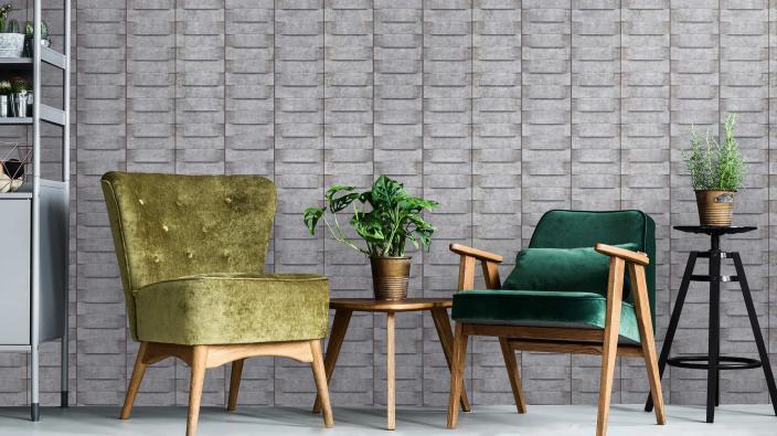 Vliestapete mit Holzoptik in Wohnraum mit zwei grünen Retro Sessel