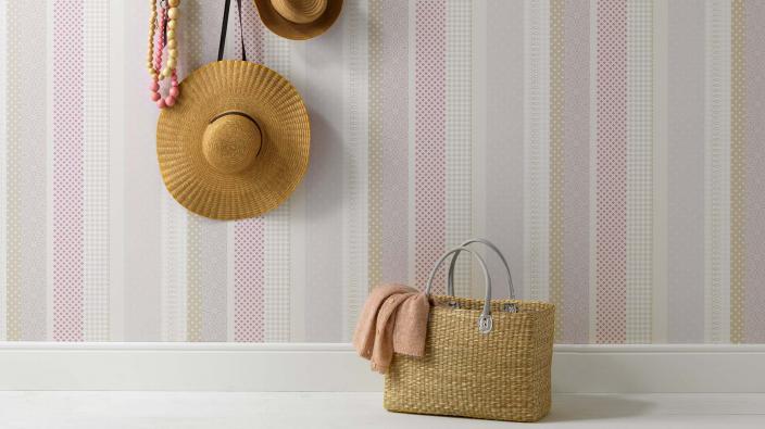 Streifentapete in rosa und beige