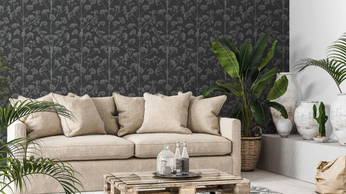 modernes Wohnzimmer mit dunkler Vliestapete, Blumenmotiv