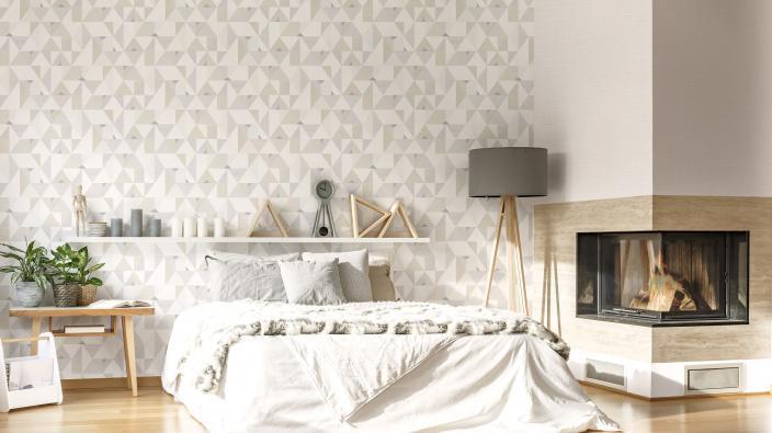 Wandgestaltung Schlafzimmer mit Vliestapete in grafischem 3D-Look in hell Taupe und Cremetönen