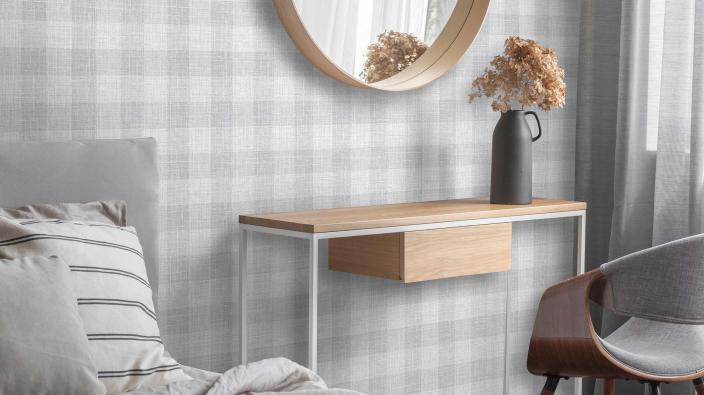 Vliestapete im Karo-Look in hellgrau, Schlafzimmer mit hellen Möbeln