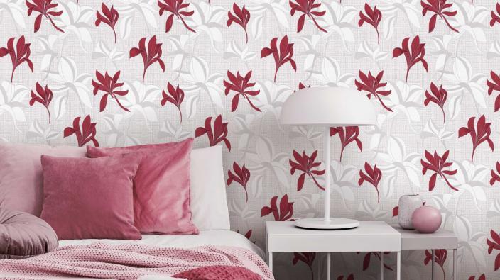 Vliestapete mit rotem Blütenmuster, Schlafzimmer modern, rosa Bettwäsche