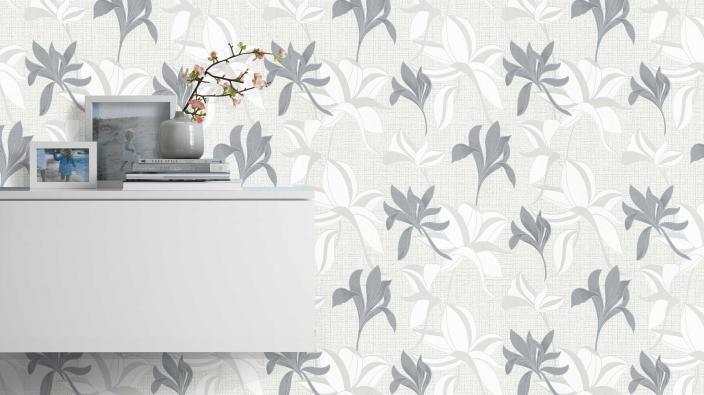 Vliestapete mit grauem Blütenmuster, Sideboard weiß