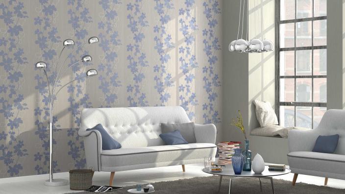 Wohnzimmer mit moderner Tapete in grau und blau