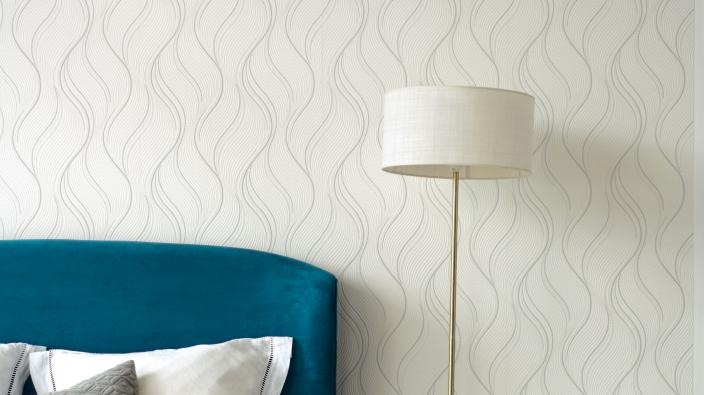 Wall design bedroom, white non-woven wallpaper with wave pattern, lamp and blue bed