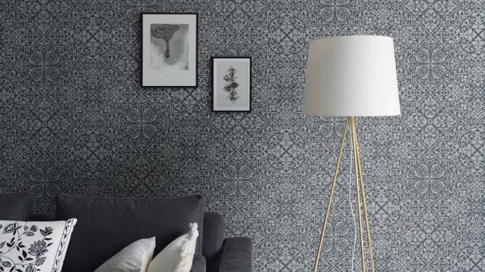 Wall design living room, non-woven wallpaper in graphite with detailed ornament pattern lamp pictures couch