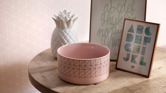 Vliestapete in rose, grafisches Muster, schlichte Deko, Annanas und Bilderrahmen