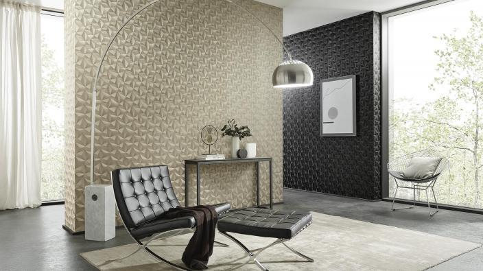 Vliestapete in Gold mit 3D-Effekt, modernes Wohnzimmer mit großen Fensterfronten