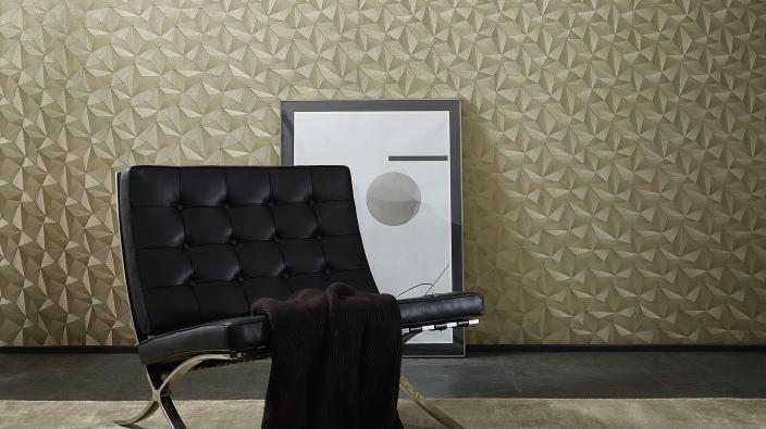Vliestapete in Gold mit 3D-Effekt, schwarzer moderner Sessel