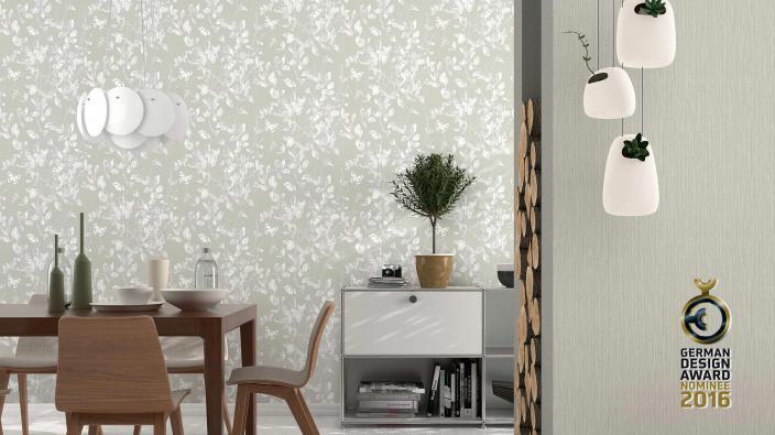 Tapeten in Silbergrau mit Blattwerk und Schmetterlingen in Esszimmer