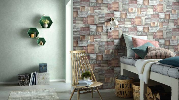 Schlafzimmer mit Vliestapete in Holzoptik