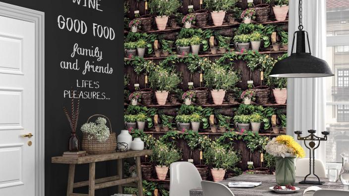 Wohnküche mit Vliestapete: Design Blumen- und Kräutertöpfe in Regal, Sideboard, Esstisch, Altbau
