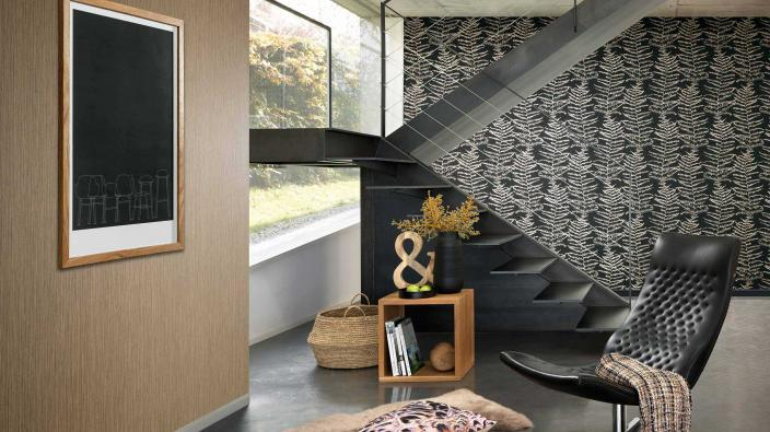 modern living room, wallpaper in black and gold
