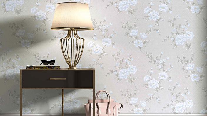Wandgestaltung mit edler Blumentapete in Grau und Bleu