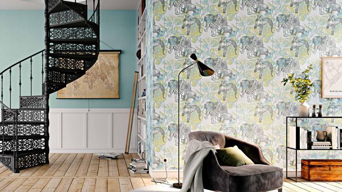 Wandgestaltung Wohnzimmer mit Vliestapte Dschungelmuster in Grün-Blau