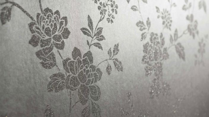 Vliestapete mit Blumenmuster aus echten Glasperlen