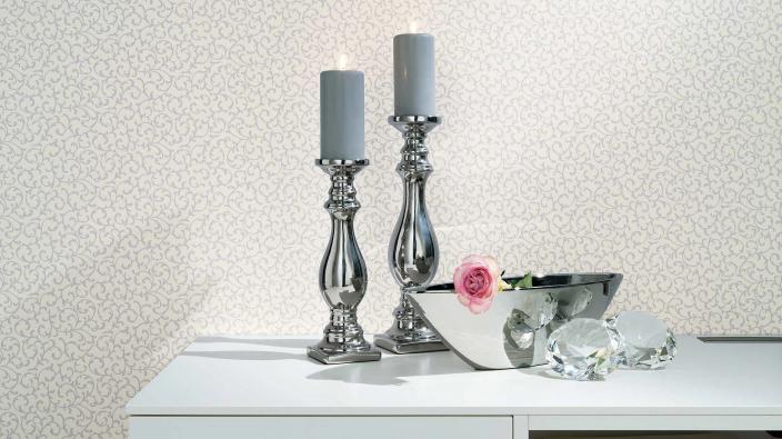 Vliestapete Vie en rose in Bleu mit Kleinmuster und Kerzenständer in Silber