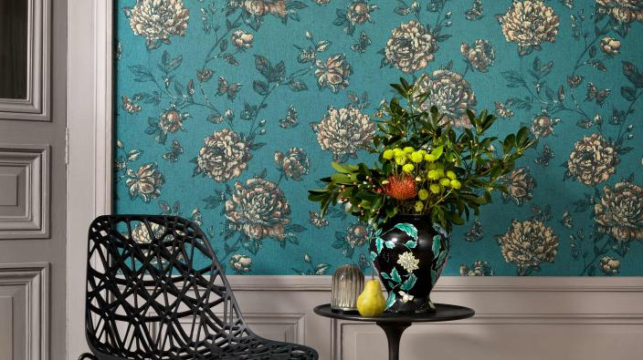 Vliestapete mit vintage Blumenmotiv in türkisen und ocker Farbtönen. Unitapete in Ocker