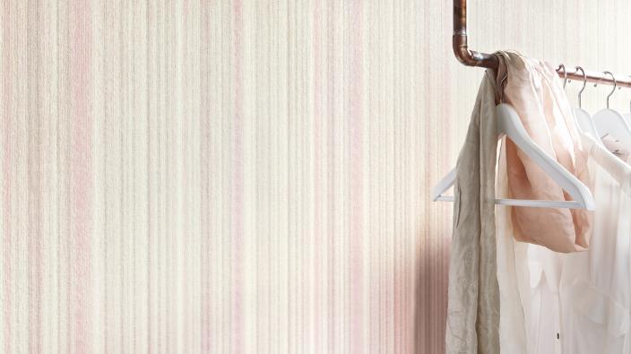 Moderner Raum mit Designertapete von Guido Maria Kretschmer