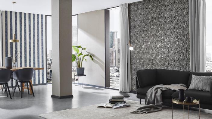 Moderner Wohnraum mit Vliestapete schwarz-gold mit Glimmer Effekten
