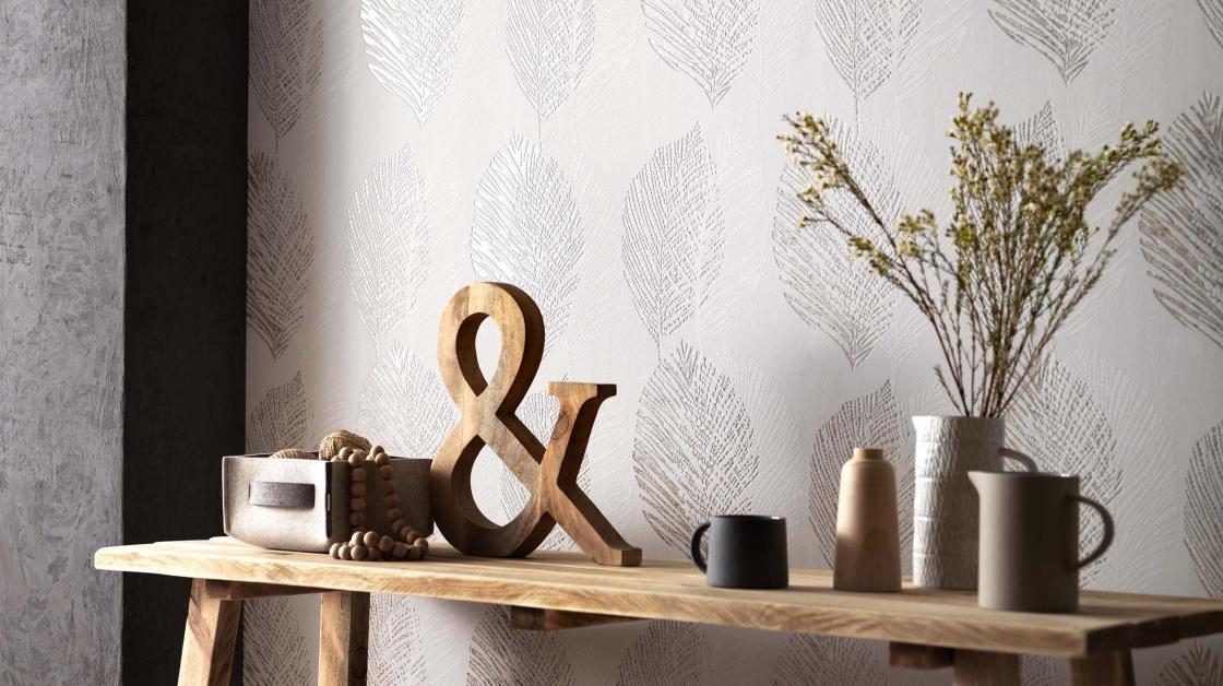 Wandgestaltung mit Vliestapete skandinavischer Stil in Taupe mit Blattmotiv