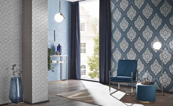 Modernes Wohnzimmer mit Vliestapeten in Silber und Blau