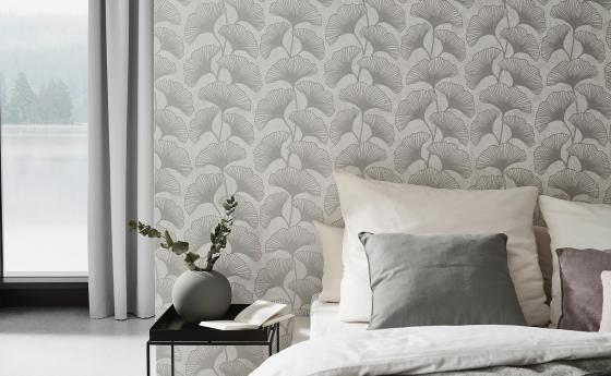 Helles Schlafzimmer mit moderner Vliestapete, helles Design mit Ginkoblättern