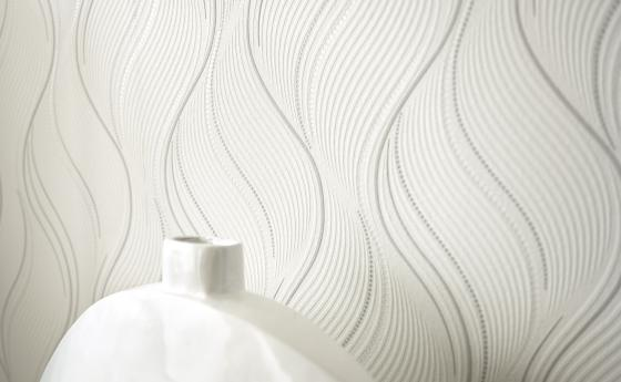Wandgestaltung Schlafzimmer, weiße Vliestapete mit Wellenmuster