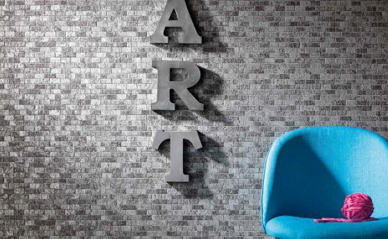 Wand mit Steintapete in Grau