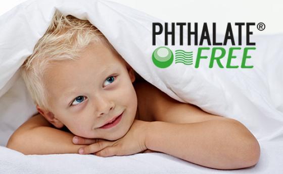 Kind im Bett - Logo phthalate-frei
