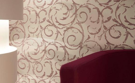 Wandgestaltung mit veredelter Vliestapete, modernes grafisches Muster in Creme und Rot