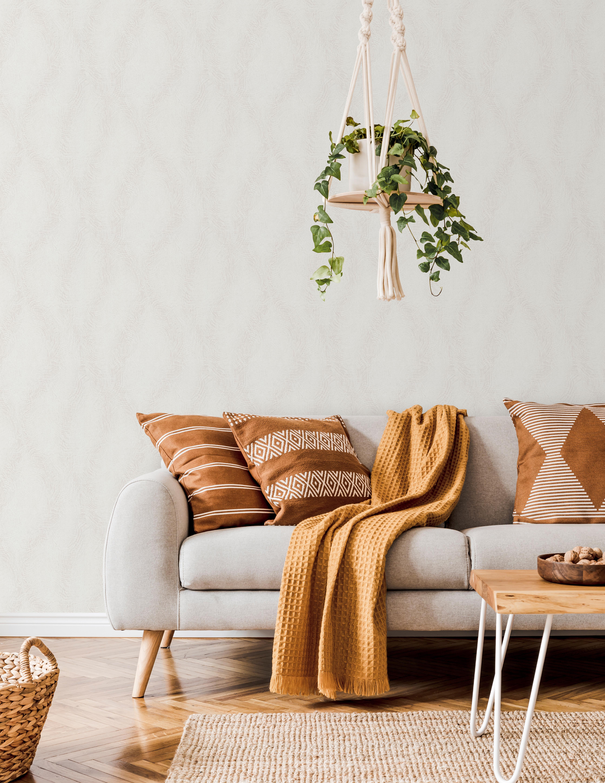 Wohnraum mit Sofa und Vliestapete mit weißem Wellenmuster