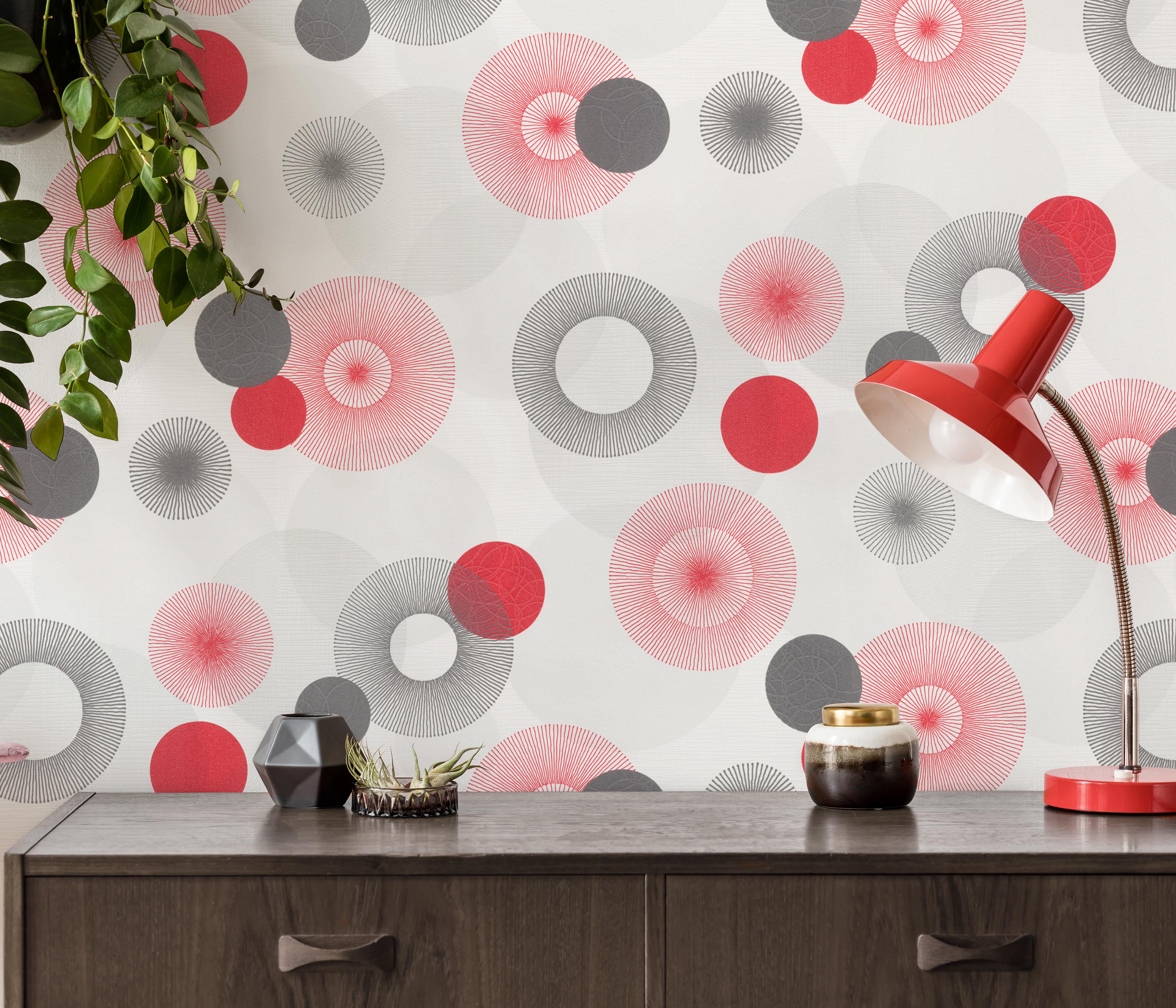 Wandgestaltung im Retro-Look der 70er Jahre mit rot-grauem Kreis-Muster