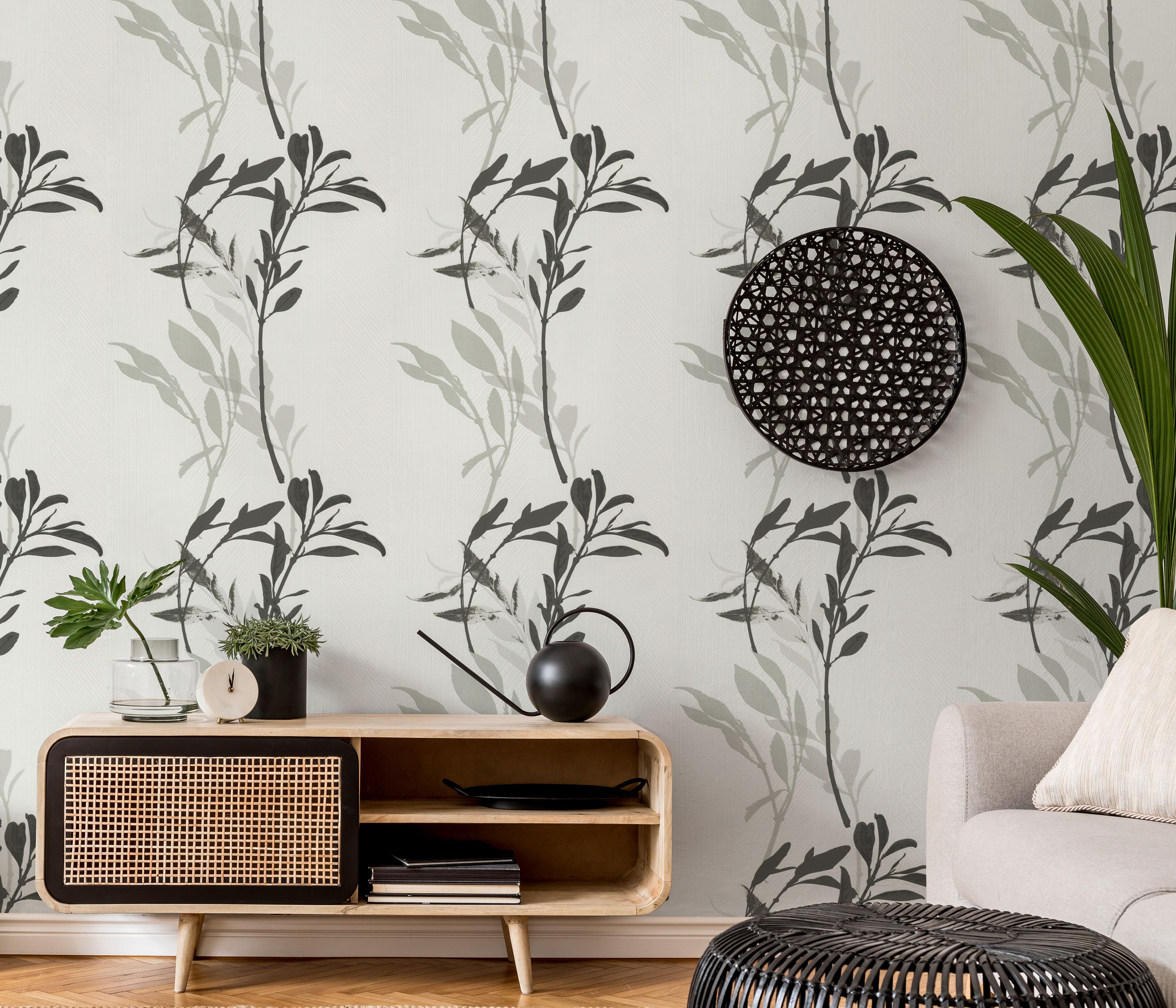 Modernes Wohnzimmer mit Vliestapete, Graues Blätterpanel, Sideboard, Sessel Deko